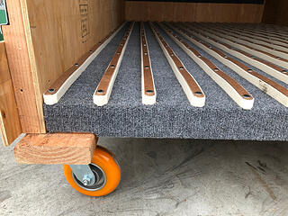 carpet-felt-lined-trade-show-crate-close-up-detail