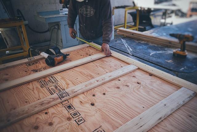 making-wood-crates.jpg